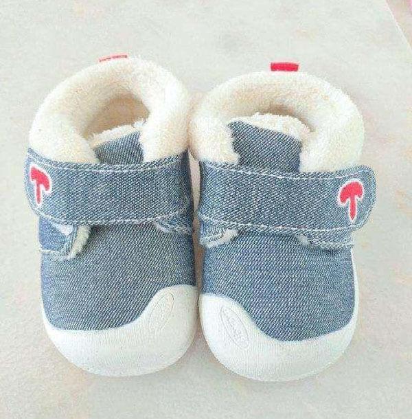 Chọn chất liệu giày dép cho bé theo độ tuổi