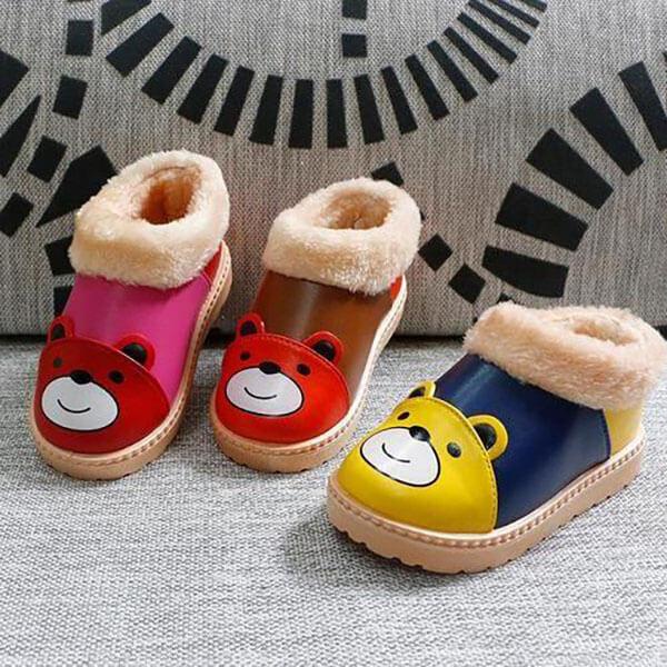 Nên chọn size giày dài hơn 1 - 2 cm cho trẻ