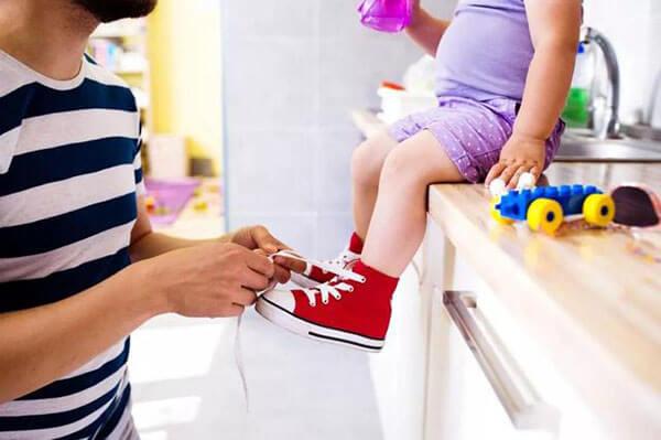 Càng ít giày, càng tốt cho trẻ em