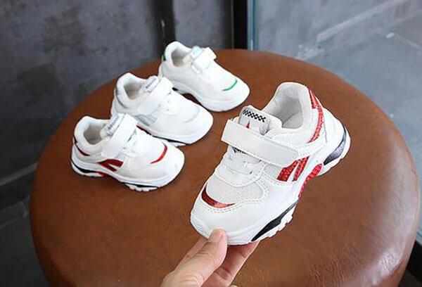 Giày đế bự trẻ em không nên mua