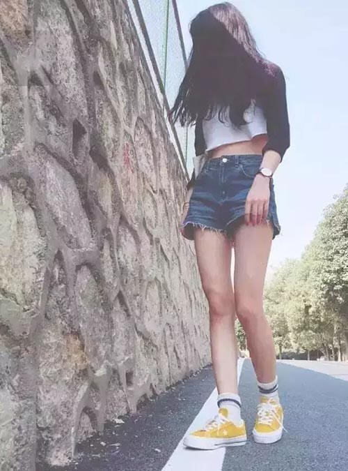 Quần short + giày vải