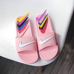 Dép Nike Benassi đổi Swoosh màu hồng