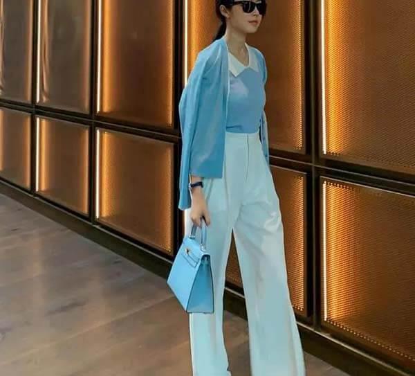 Áo thun polo xanh da trời + quần tây xanh bạc hà